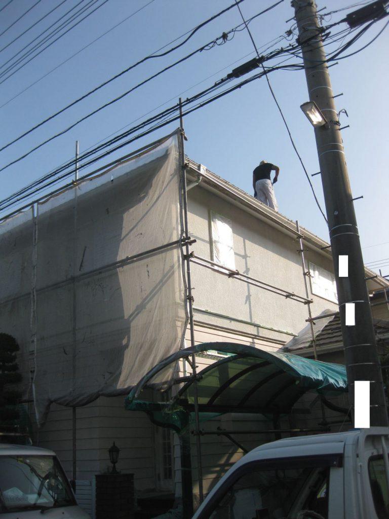屋根塗装工事中